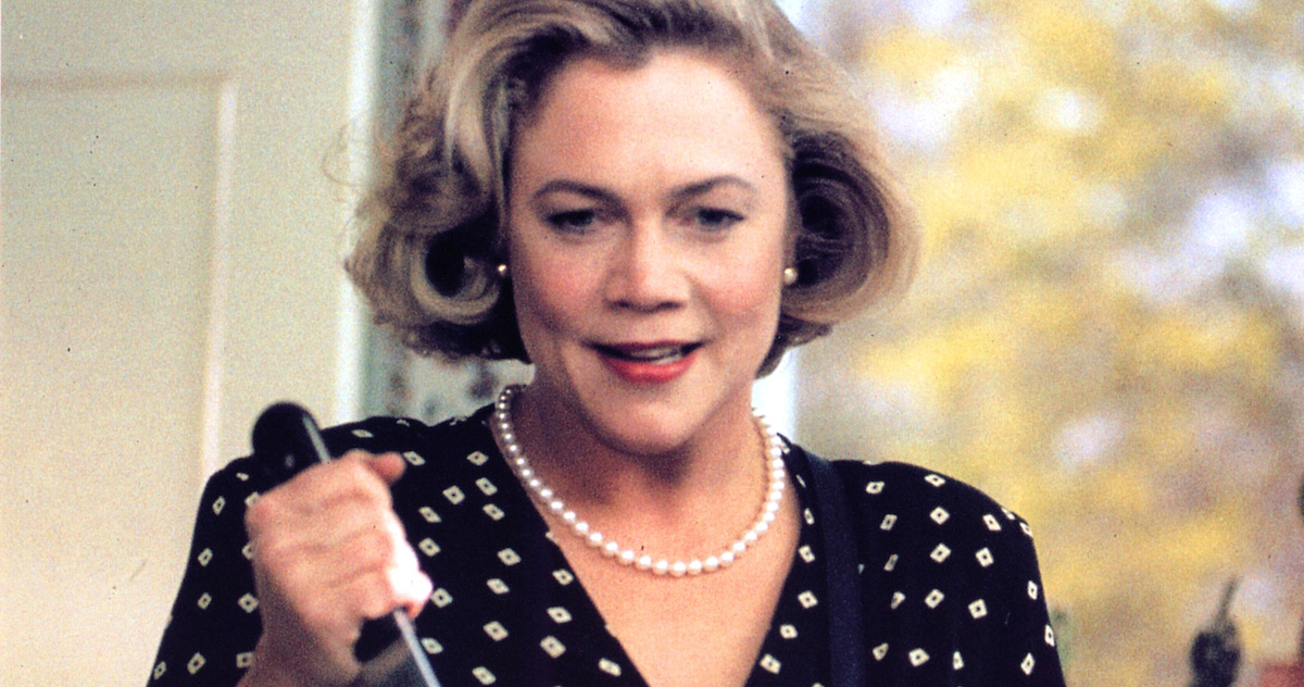 Kathleen Turner Spilled Scalding Hot Tea On Everyone In Hollywood